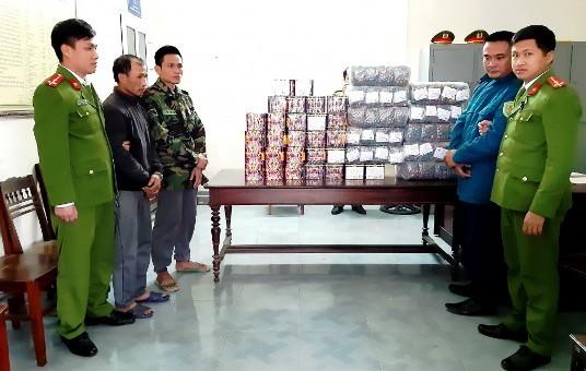 Bắt đường dây buôn bán, tàng trữ pháo nổ lớn ở Hà Tĩnh