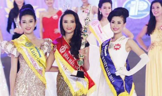 Lần đầu tiên hoa hậu Việt Nam đương kim bị truất quyền đồng hành và trao vương miện