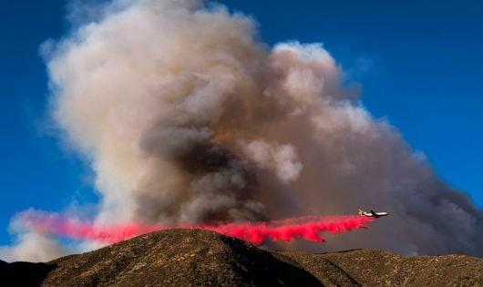 Cháy rừng dữ đội, hơn 82.000 người sơ tán khỏi Nam California