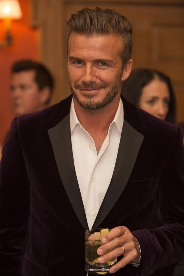"""Những bộ cánh thời trang """"đốn tim"""" phái đẹp của David Beckham 3"""