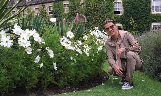 Mr Đàm thư giãn trong không khí tuyệt đẹp ở Anh Quốc