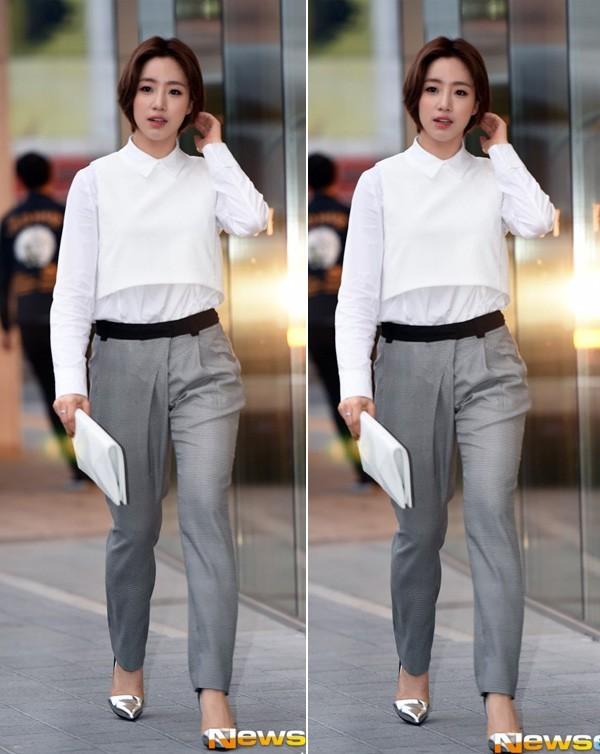 Kết quả hình ảnh cho Sơ mi trắng + quần jeans: sao châu âu