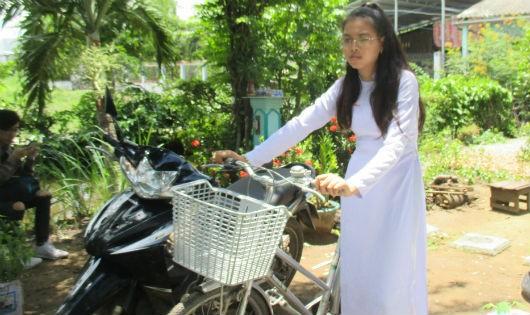 Thanh Tuyền cho biết chiếc xe đạp của mình vẫn còn tốt, nên nhường xe cho bạn khác khó khăn hơn