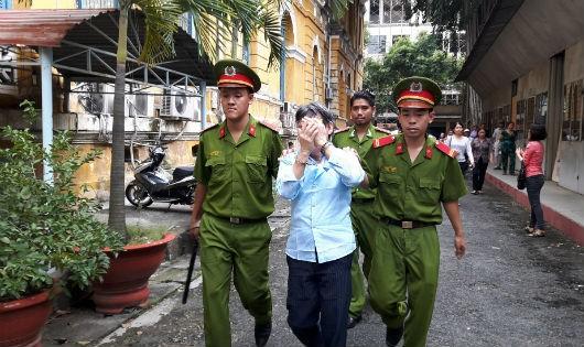 Một nghi phạm Trung Quốc bị đưa về nước