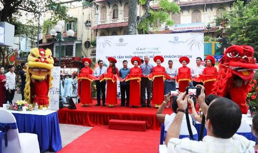 Trung tâm sẽ cung cấp 4 tour du lịch khám phá khu vực phố cổ và không gian Hoàn Kiếm cho khách du lịch , ảnh Nguyễn Anh Đức