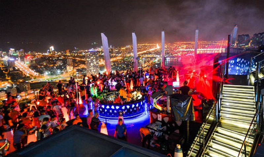 Đại tiệc Halloween tại Sky bar ngoài trời cao nhất Việt Nam