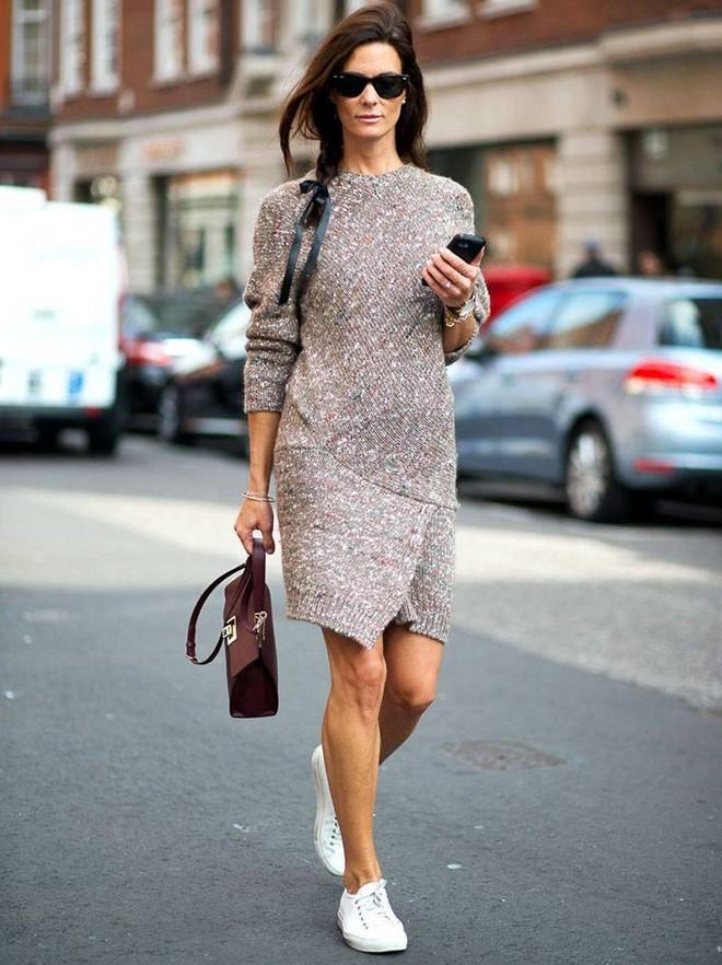 Kết quả hình ảnh cho Váy dài tay + giày bệt Sao Chấu Âu