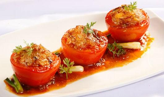 Làm cà chua nhồi thịt cho ngày trở lạnh