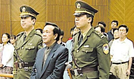"""""""Hồ ly"""" Lý Bình khiến Phó Chủ tịch Quốc hội Trung Quốc """"rơi vào"""" án tử như thế nào?"""