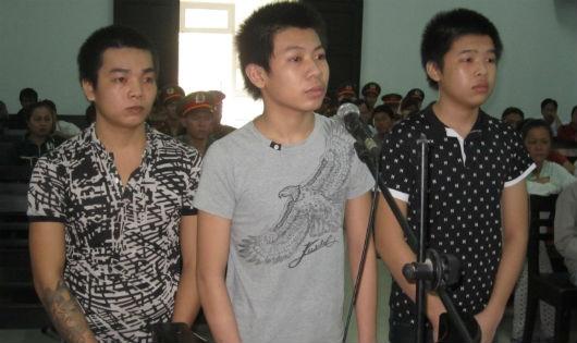 Nhóm cướp 'nhí' bất ngờ phản cung trong phiên xử giật túi xách làm chết người