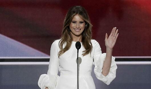 Gu thời trang đẳng cấp của vợ và con gái Donald Trump