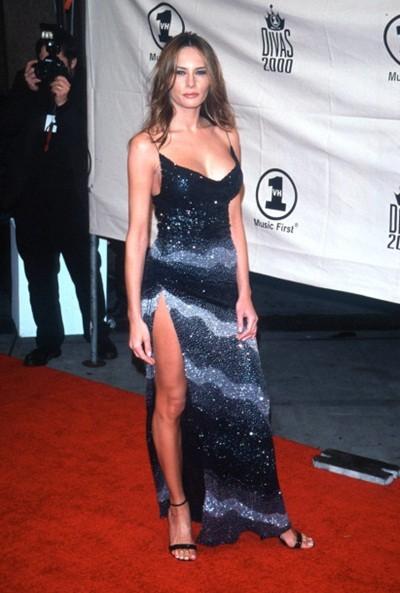 Sinh năm 1970, Melania Trump lớn lên trong một gia đình giàu có tại Svenica, Slovenia. Cô là vợ ba của tỷ phú Mỹ Donald Trump - người đang tranh cử Tổng thống Mỹ. Cô bắt đầu làm mẫu vào năm 16 tuổi.