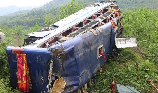 Lời kể kinh hoàng vụ xe khách lăn xuống vực khiến 16 người bị nạn