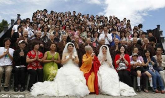 Những đám cưới cổ tích của những người 'cùng dấu'