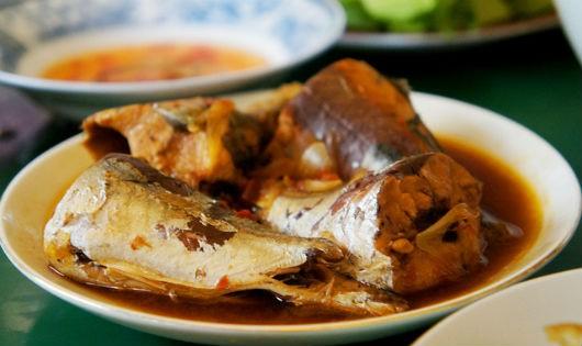 Cá nục kho riềng đưa cơm ngày lạnh