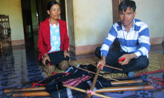 Lay lắt nghề dệt thổ cẩm người Jrai