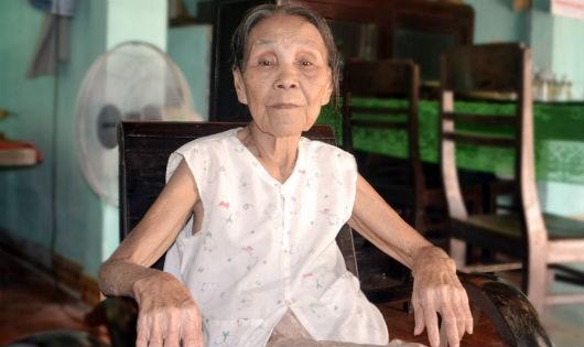 Cụ bà 70 năm hút nọc rắn cứu người
