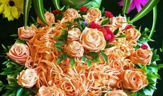 Tự tay làm đĩa mứt cà rốt hoa hồng đãi khách