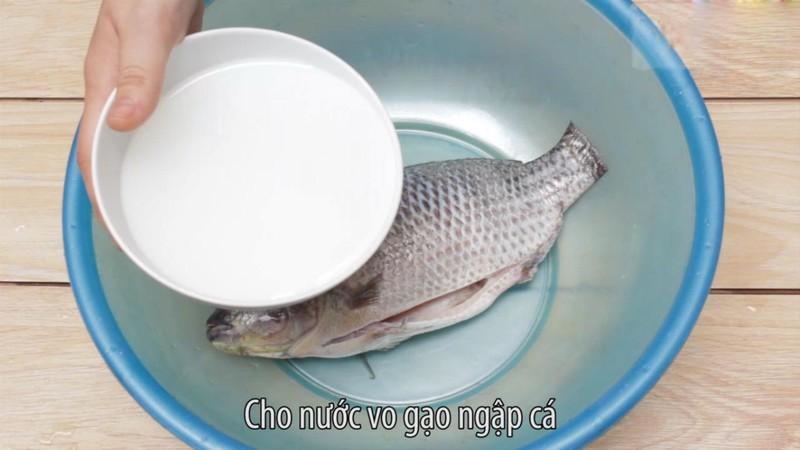 Kết quả hình ảnh cho Ngâm cá vào nước vo gạo