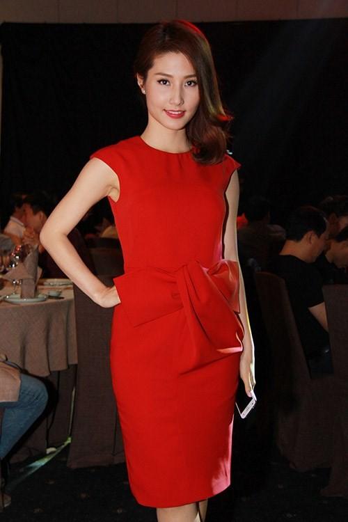 Kết quả hình ảnh cho Váy đỏ sao Châu Âu