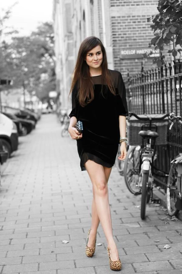 Kết quả hình ảnh cho Váy đen sao Châu Âu