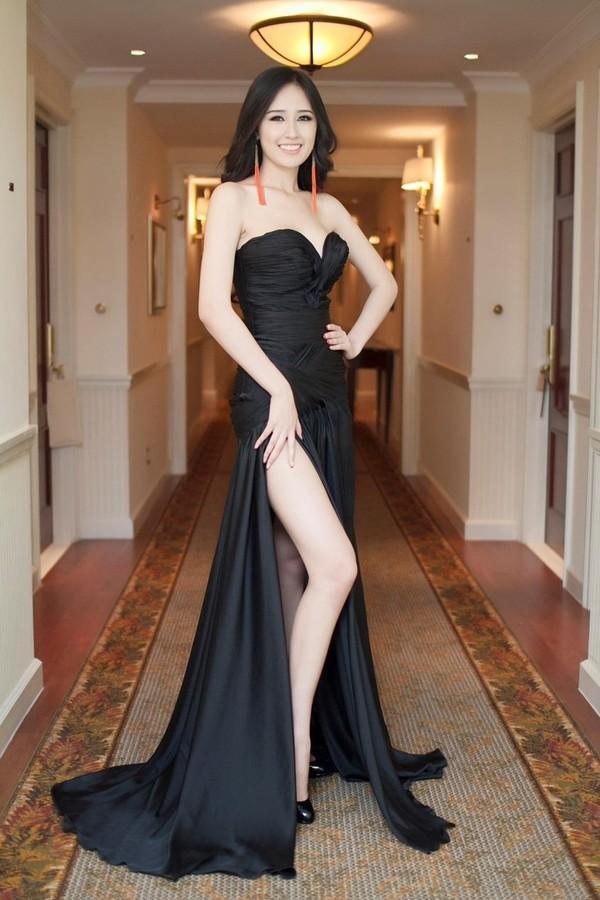 Kết quả hình ảnh cho Váy dạ tiệc dài chấm đất sao Châu Âu