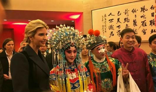 Ivanka Trump tại buổi liên hoan đón năm mới của sứ quán Trung Quốc