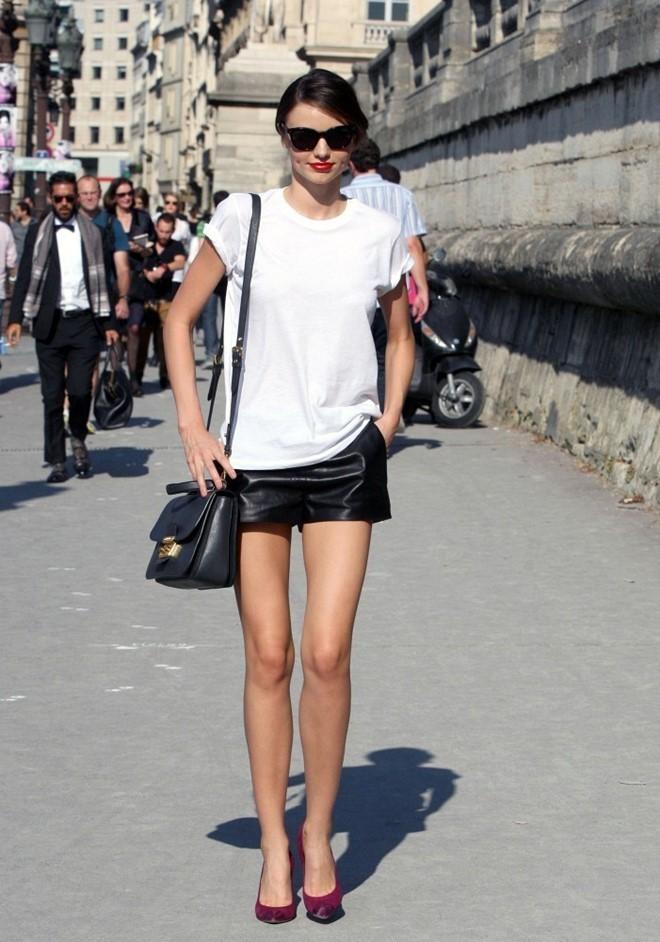 Kết quả hình ảnh cho áo phông đơn giản và quần sooc sao Châu Âu