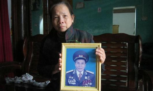 Người vợ bên di ảnh Trung tá Lê Xuân Tưởng