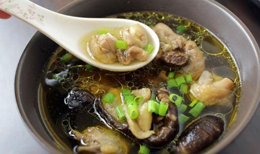 Hấp dẫn canh thịt gà nấu nấm hương ngon mềm, bổ dưỡng