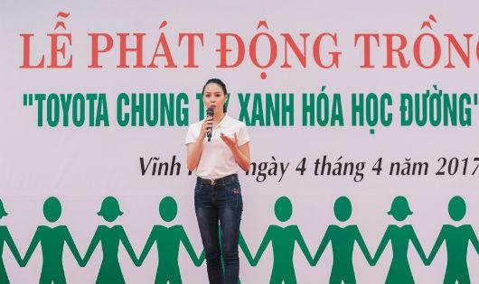 Hoa hậu biển VN 2016 Phạm Thùy Trang giao lưu tại chương trình