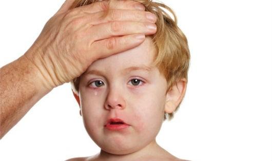 Quai bị thường gặp ở trẻ nhỏ 5 - 10 tuổi, biểu hiện chủ yếu là sưng đau tuyến mang tai.