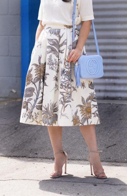 Là một trong những item hot trong những thập niên 60, những kiểu váy midi dáng dài thanh lịch, cổ điển vẫn khẳng định được sức sống bền bỉ qua mọi mùa thời trang.