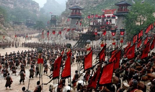 Việc mô tả quân Tào Tháo ít hơn Viên Thiệu chỉ nhằm tâng bốc phe chiến thắng.