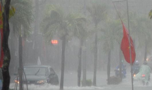 Mưa lớn làm ngập nước nhiều tuyến đường trên địa bàn TP Cần Thơ