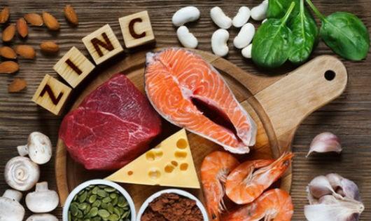 Cá hồi, tôm, thịt bò... là những thực phẩm giàu kẽm. Ảnh: WP.