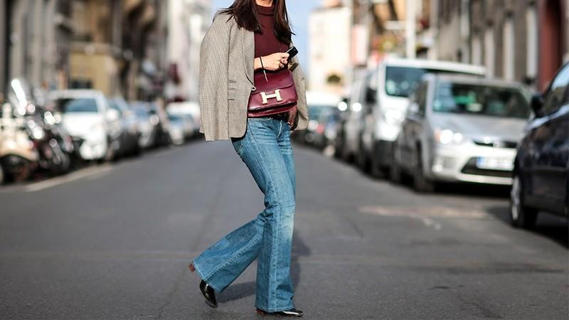 Nếu bạn là một tín đồ của quần jeans, thay vì phải đổ mồ hôi trong những chiếc quần skinny chật ních,