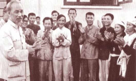 Chiếc quạt Bác Hồ tặng Tổng Bí thư thi đua ái quốc đầu tiên