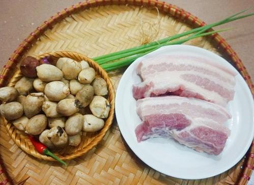 Kết quả hình ảnh cho Thịt kho nấm rơm ngon cơm