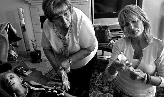 Mẹ chăm con ung thư lay động hàng triệu người: Không dám lơ là một khoảng khắc!
