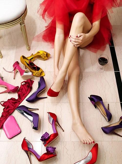 Kết quả hình ảnh cho phụ nữ vfa giày cao gót