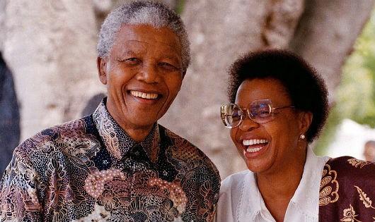 """Cuộc hôn nhân ở tuổi 80 ngập tràn hạnh phúc của """"người hùng"""" da đen – ngài Nelson Mandela"""