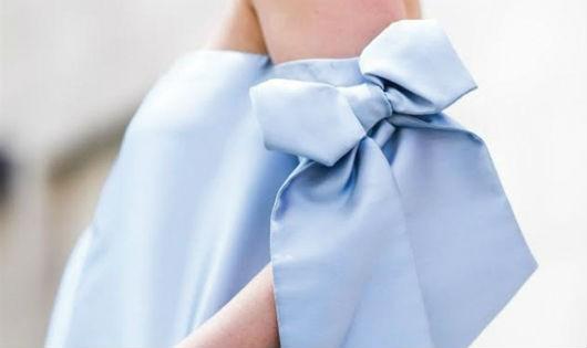 3 kiểu áo hở vai giúp phái đẹp khoe vùng xương đòn quyến rũ