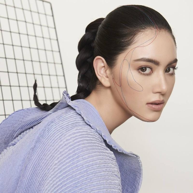 """Ngoài là một fashion blogger, diễn viên, người mẫu nổi tiếng """"xứ chùa vàng"""", cô còn là người đại diện cho khá nhiều thương hiệu lớn."""