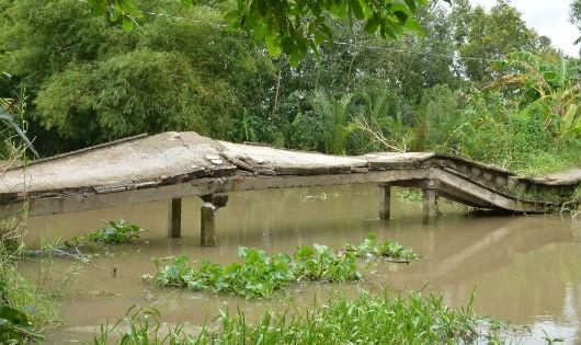 Cầu Tư Can bị hư hỏng nặng