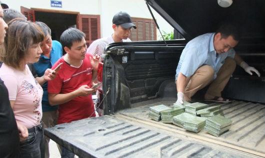 Hòa Bình: Bắt giữ đối tượng vận chuyển 30 bánh heroin