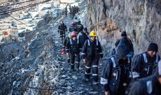 Trải nghiệm cuộc sống trên mỏ vàng cao nhất thế giới