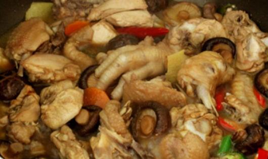 Ngon cơm ngày mưa với thịt gà hầm nấm