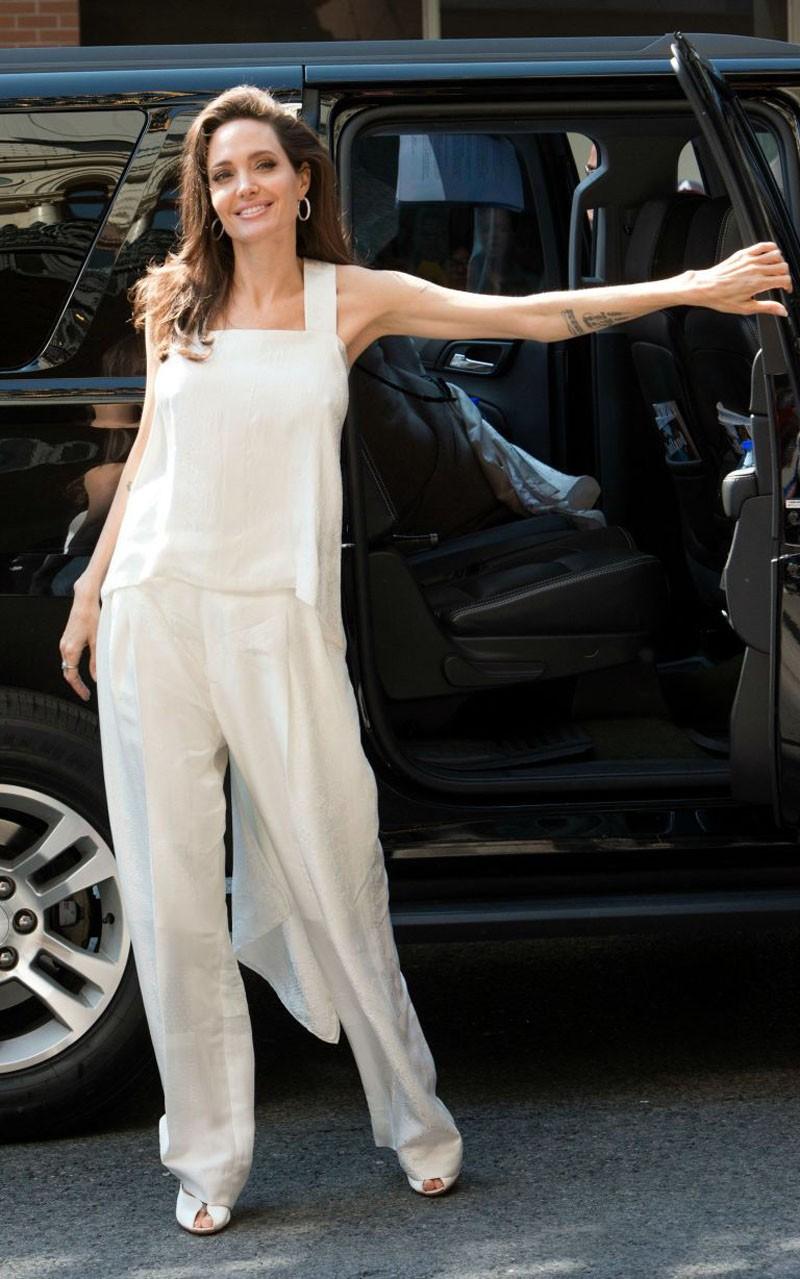 Thời trang đã đưa Angelina Jolie trở lại đúng với đẳng cấp của mình