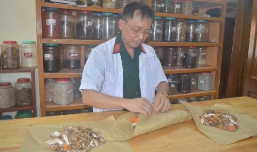 Người thầy thuốc mặc áo lính tìm được phương thuốc quý giúp bệnh nhân ung thư